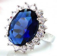 Princess Diana Ring: blue Sapphire ring with diamonds