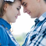 Rings with love - promise rings - home page - teenage couple in blue